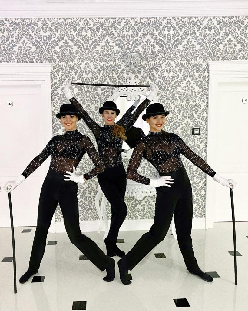 """58B13852-4C4C-4BD4-B1C3-A7B90B661EBD-819x1024 Elegancja i energia w Pałacu """"Noce i Dnie"""" pokazy taneczne Queens Of The Night"""