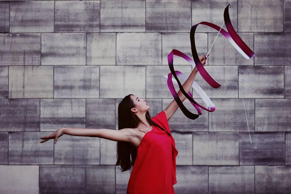 gimnastyczka-ze-wstążką-1 Warsztaty Taneczne